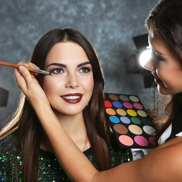 Makeup Artist course deal with Harley Oxford